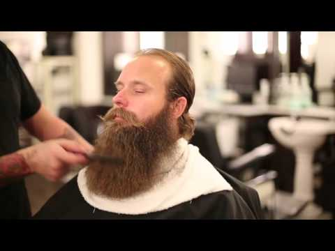 Bossman Stephen Condon visits Finley's Barber (Beard Trimming Tips)