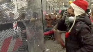 French Riot Police Clash With Anti-gay Marriage Protesters