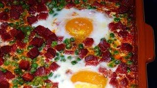 Una deliciosa receta de Huevos a la flamenca o huevos al plato, muy fácil. Loli Domínguez