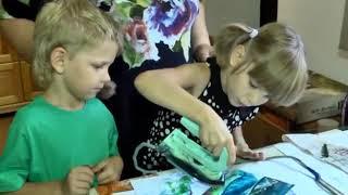 Художниця з Олешок здивувала технікою малювання