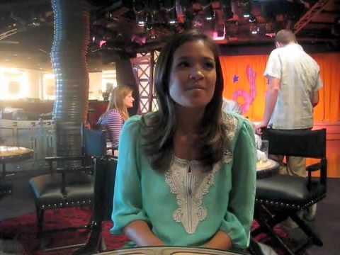 Nicole Anderson Does Karaoke!