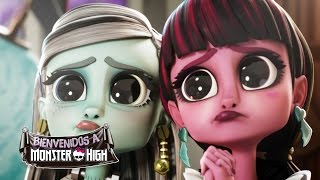Frankie fascina a Drácula | Welcome To Monster High | Monster High