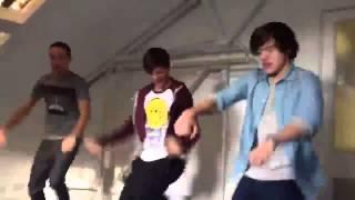 One Direction dancing - C'mon C'mon !!