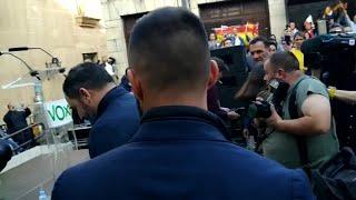 Santiago Abascal llega a un acto electoral en Cáceres