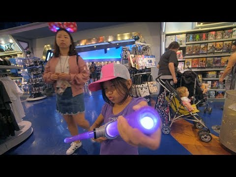Disneyland Park - Speaking Malay has its advantage! (Episode 5b)