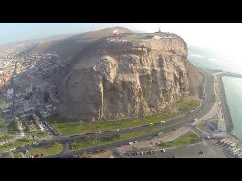Dji Phantom volando Morro de Arica Chile
