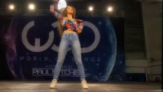 Эта девушка здорово танцует!(переделанный клип,не оригинал!)