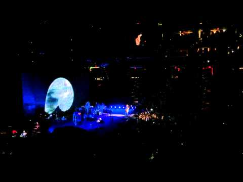 "Fleetwood Mac - ""Never Going Back Again"" - On With The Show Tour - 12/19/14"