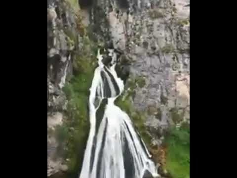Силуэт горянки из водопада в горной Ингушетии