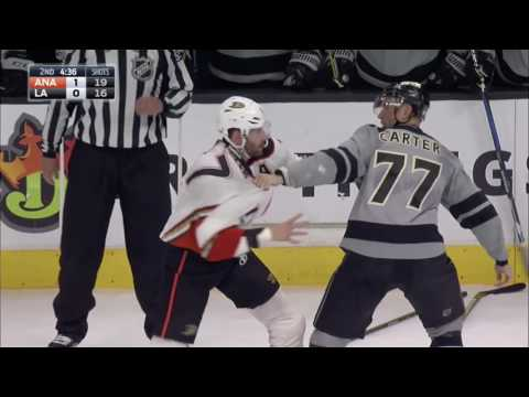 Ryan Kesler one punches Jeff Carter