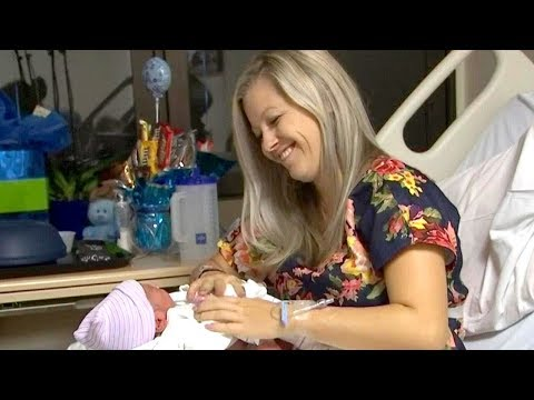 Mom Delivers Her Own Baby in Car on Way to the Hospital