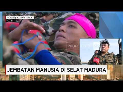 Siap Pecahkan Rekor MURI, Ribuan Marinir Bentuk Jembatan Manusia di Selat Madura