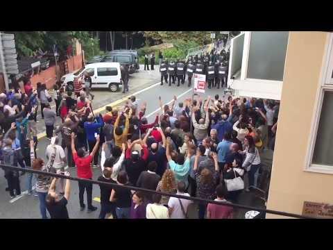 catalan referendum brutal attack police protesters live