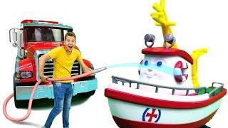 Видео для детей. Грузовичок Лева и Кораблик Элаяс готовят подарок Экскаватору Капу.
