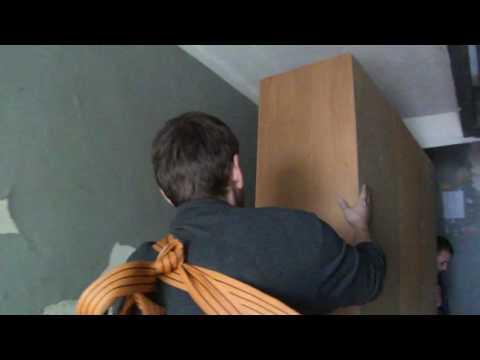 Как носить мебель на ремнях.Грузоперевозки Николаев, услуги грузчиков.