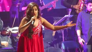 Gambar cover Zoobi Doobi Shreya Ghoshal Live (3 Idiots)