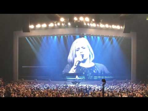 Rolling In The Deep - Adele Toronto October 6, 2016