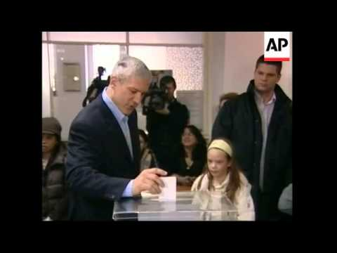 Presidential candidates Tadic votes in Serbia election