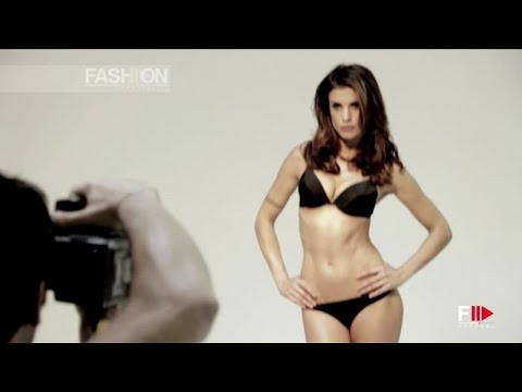 Elisabetta Canalis Backstage Calendario.Elisabetta Canalis Backstage Shooting Lormar 2013 By Fashion Channel