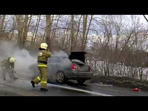 В Кемерово загорелась Тойота Авенсис 30.03.2013.