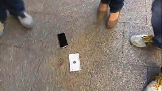 Смотреть видео уронил айфон на асфальт
