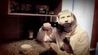 Иван Дорн ест блин!