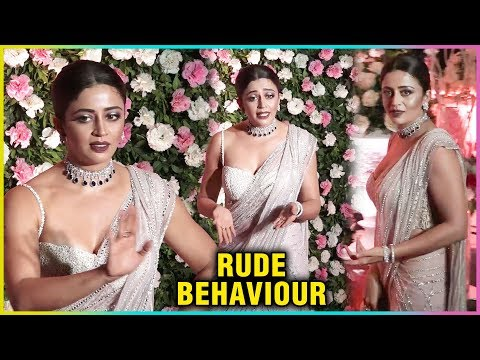 Neha Pendse Throws Tantrums To Media At Kapil Sharma Wedding Reption Party In Mumbai thumbnail