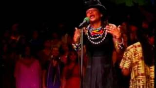 """Man In The Mirror"" Tribute - Siedah Garrett and The Agape International Choir: Michael Jackson"