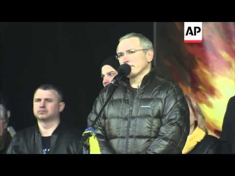 Former imprisoned Russian tycoon Khodorkovsky makes emotional speech at pro-Ukrainian rally