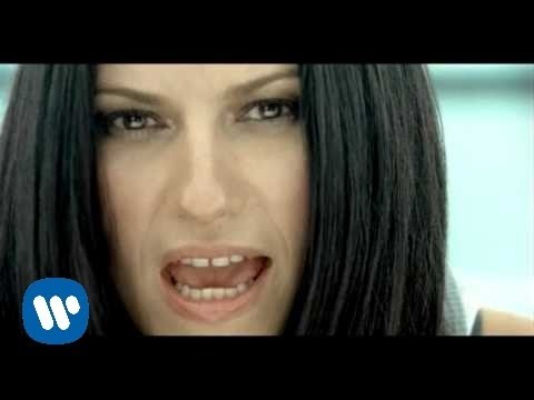 Descargar MP3 Laura Pausini - En cambio no (video clip)