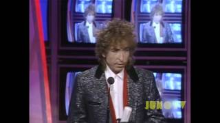 Bob Dylan inducts Gordon Lightfoot into the Canadian Music Hall of ...