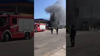 Auto prende fuoco presso il distributore Ip a Bisceglie 2