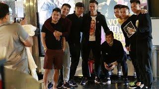 Công Vinh đưa đồng đội đi xem phim Thủy Tiên để ăn mừng chiến thắng