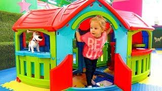 Макс и Настя играют на детской площадке Max and Nastya play on the playground Entertainment for kids