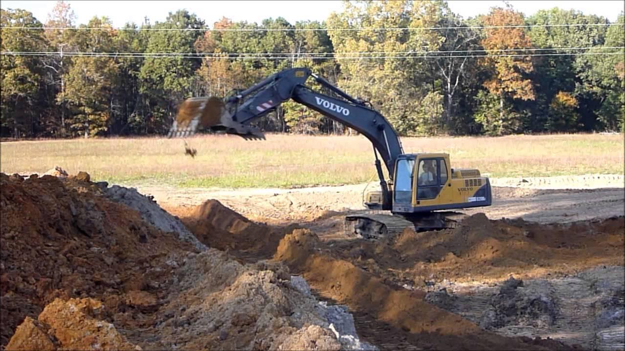 Excavator and dozer building pond dam youtube for Small pond dam design