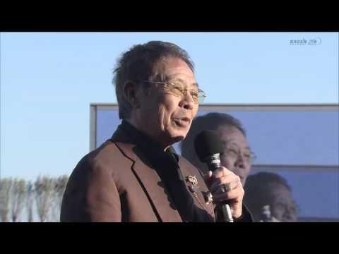 北島三郎、競馬場で祭りを歌う!