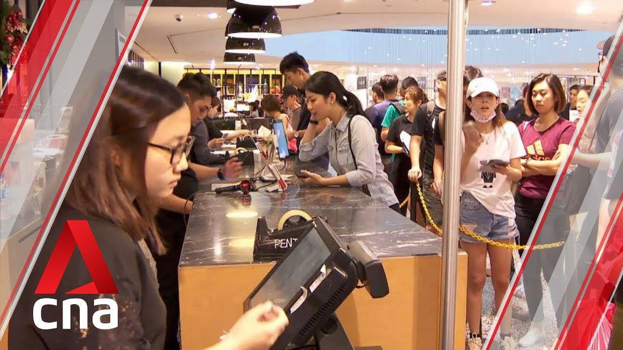 Singapore Retailers Offer Huge Black Friday Discounts To Attract Shoppers Youtube