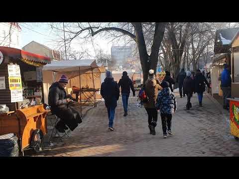 Зима 2020.  После Нового года. Ярмарка в Ужгороде.  Ужгород.  Площадь Шандора Петефи. Январь 2020.