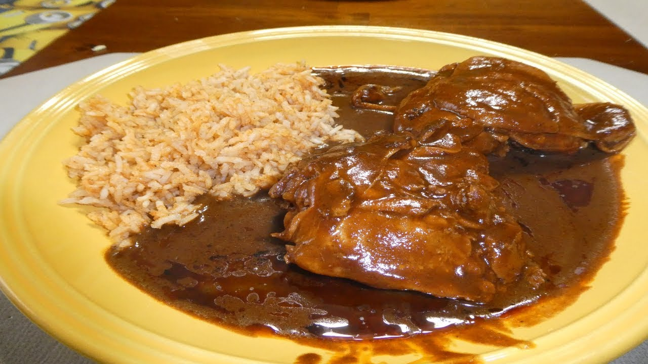 Pollo En Mole Chicken In Dona Maria Mole Sauce Youtube