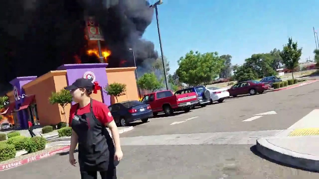 Credit Report Com >> Employees Scrambles After Tanker Truck Explodes Outside Restaurant in Atwater, California - YouTube