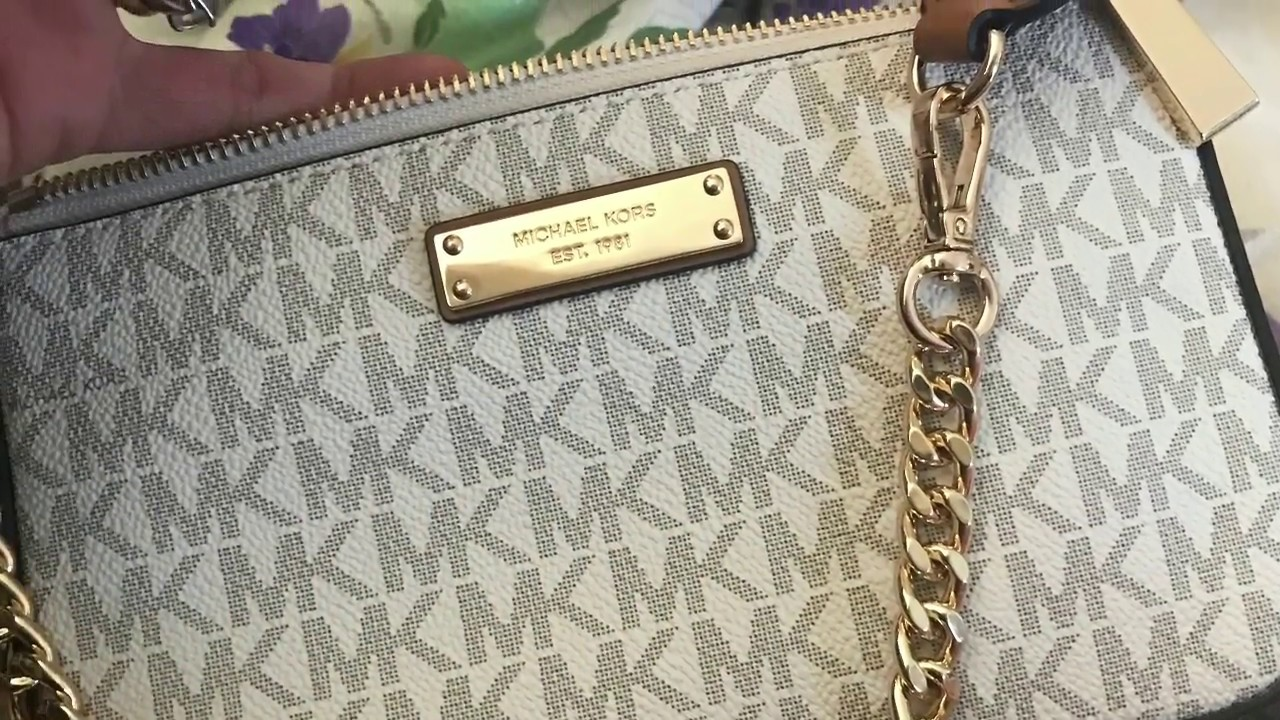 ff268a93124 What s in my mk pochette - YouTube