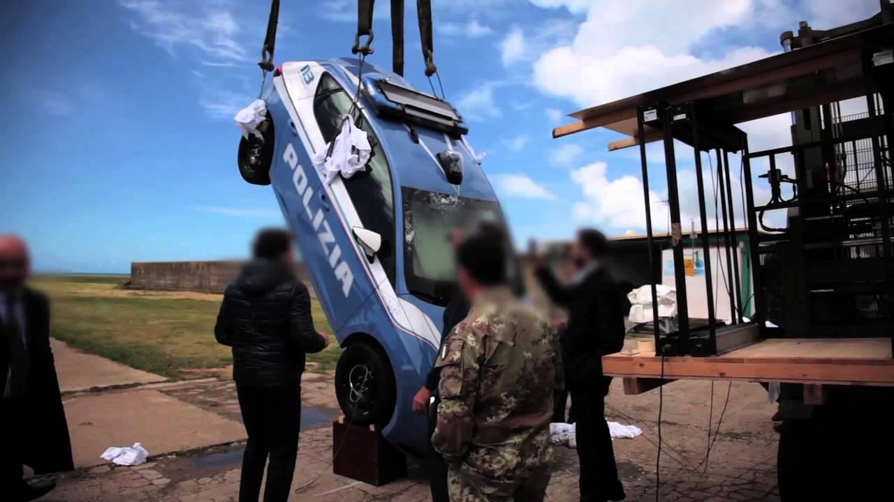 Seat leon a prova di proiettile per polizia e carabinieri for Prova dello specchio polizia youtube