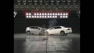 2012 Toyota Crown VS 2012 Toyota Prius CRASH TEST thumbnail
