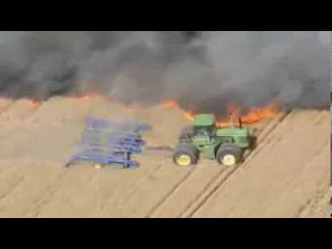 un agriculteur fait un coupe feu en tracteur youtube. Black Bedroom Furniture Sets. Home Design Ideas
