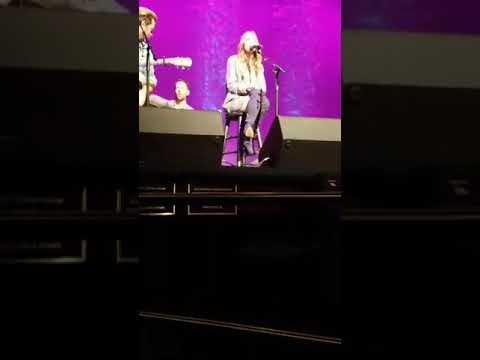 Danielle Bradbery singing Sway