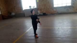 """Ваня (10л) - упражнения на """"чувство мяча"""""""