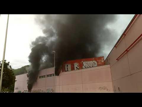 Controlado un incendio en el antiguo supermercado entre las calles Almanzor y Kilimanjaro