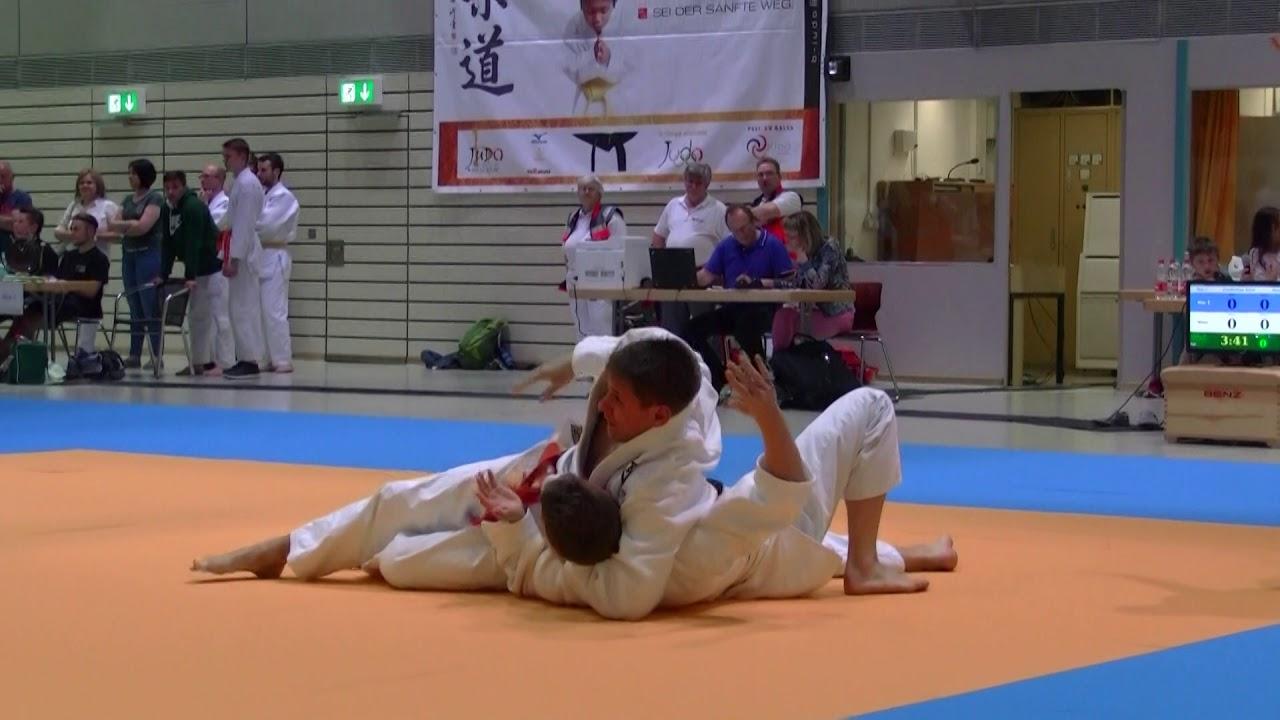 2  vs JS Roman Baur