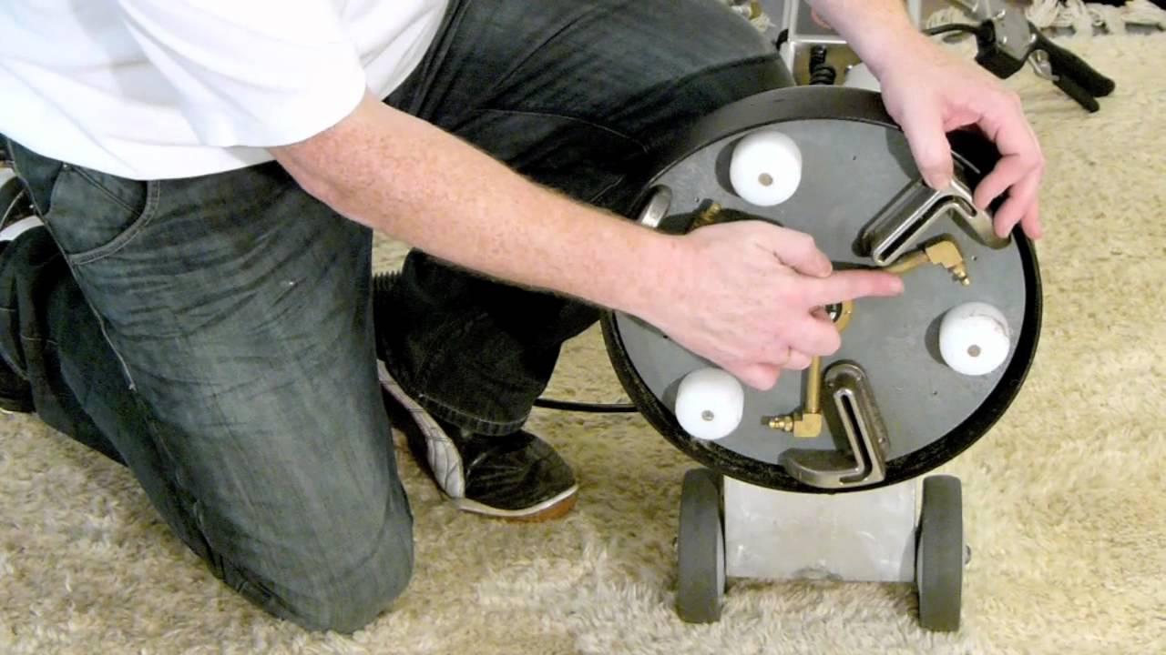 Zelf Tapijt Reinigen : Demonstratie diep reinigen van een tapijt tapijtreinigen door