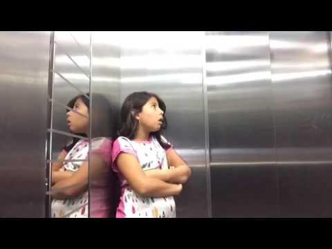 FOMOS GRAVAR, E A MALU FICOU PRESA NO ELEVADOR!😱